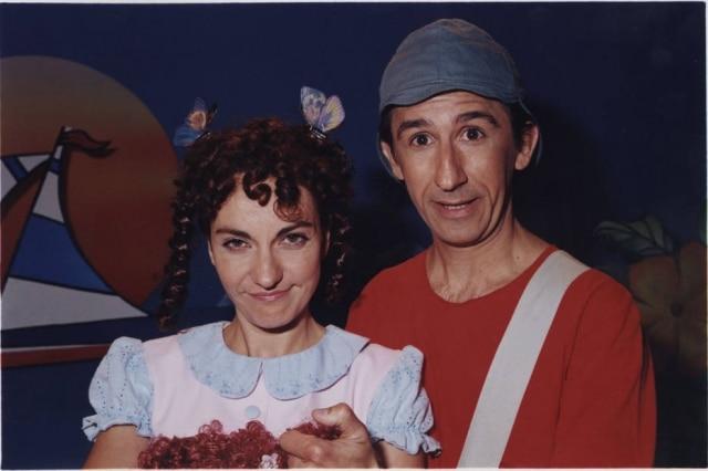 Eduardo Estrela como Miguelito ao lado de Ana Andreatta, a Lilica