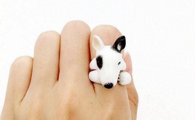 MaryLouBangkok faz anéis com formas de animais.