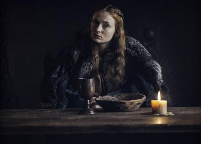 Sophie Turner, atriz que interpreta Sansa Stark em 'Game of Thrones', revelou que os atores choraram ao terminar de ler o roteiro do último episódio da série