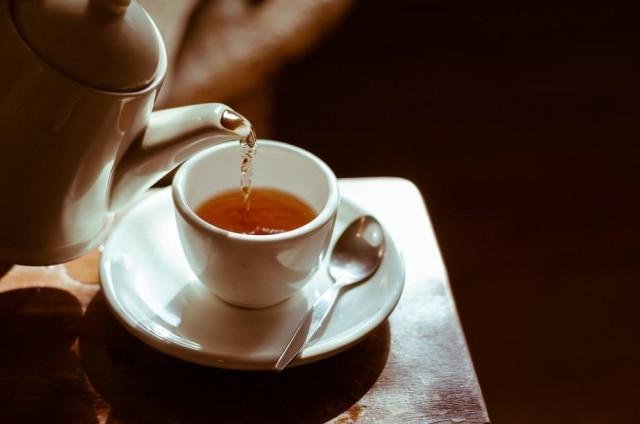 Que tal trocar o café pelo chá? Cientistas de Singapura revelam que bebida a base de ervas combate o envelhecimento cognitivo.
