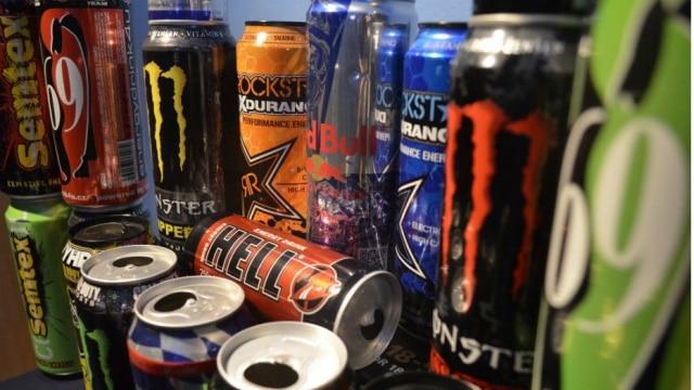 A bebida contém concentrações elevadas de cafeína, substância estimulante que reduz a sonolência e põe o organismo em estado de alerta, mas que não tem valor energético