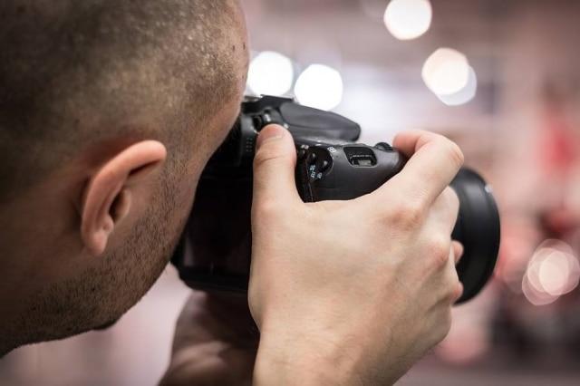 Acidentalmente, fotógrafo registra pedido de casamento de casal errado.