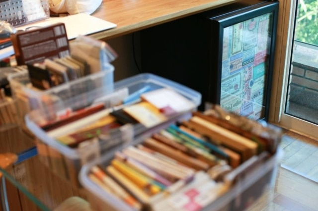 Caixas com chocolates , guardados sob refrigeração