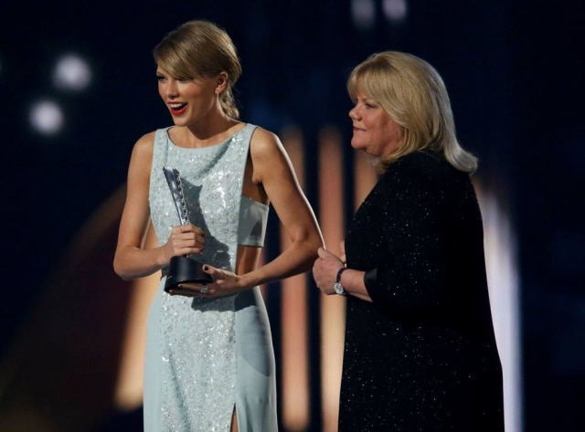 Taylor Swift e sua mãe Andrea.