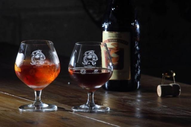 Drinque inspiração: Old Fashioned. Cerveja criada: Improved Old Fashioned.