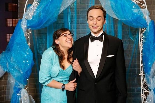Sheldon (Jim Parsons) e Amy (Mayim Bialik) namoram desde a quinta temporada da série.