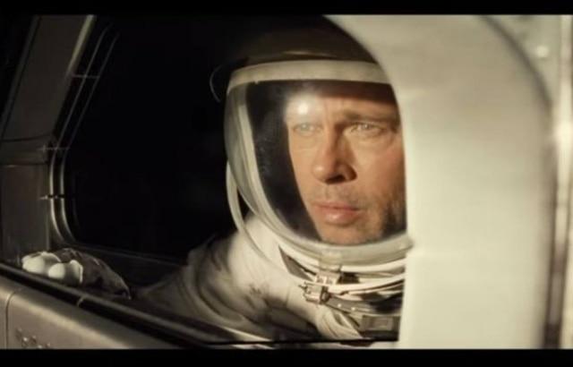 O ator Brad Pitt, em trecho do filme 'Ad Astra'.