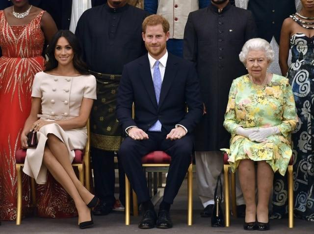Meghan Markle e príncipe Harry não consultaram a rainha Elizabeth nem o príncipe Charles sobre o anúncio de afastamento da família real.