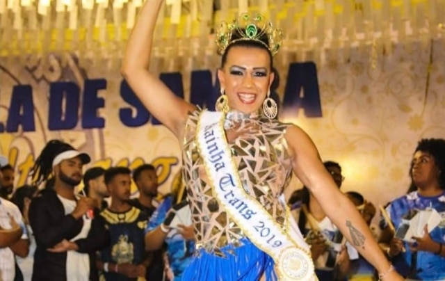 Diante de discriminação, Kakah Morena faz história no carnaval de São Paulo e diz lutar pela inclusão de transexuais em altos cargos das escolas de samba.