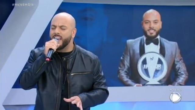 Ivan Lima, vencedor do 'The Four', durante apresentação na Record TV.