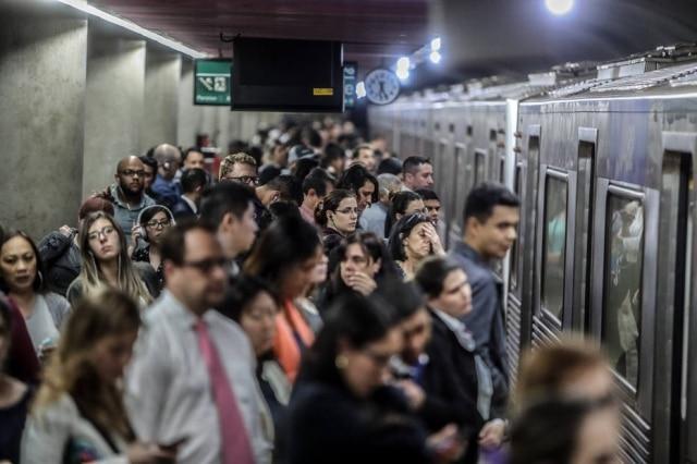 Passageiros circulam pela Linha 2-Verde do Metrô de São Paulo