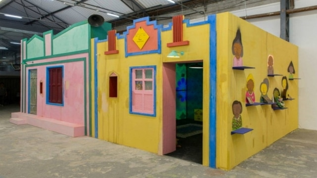 Um dos cenários criados pela dupla Osgemeos, no Galpão Fortes Vilaça,na Barra Funda