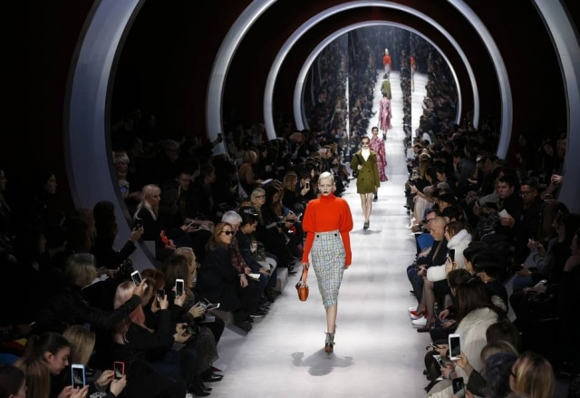 Desfile da Dior na sexta feira, 04, durante a temporada outono/inverno 2016 em Paris. A grife está sem direção criativa desde a saída de Raf Simons, em outubro
