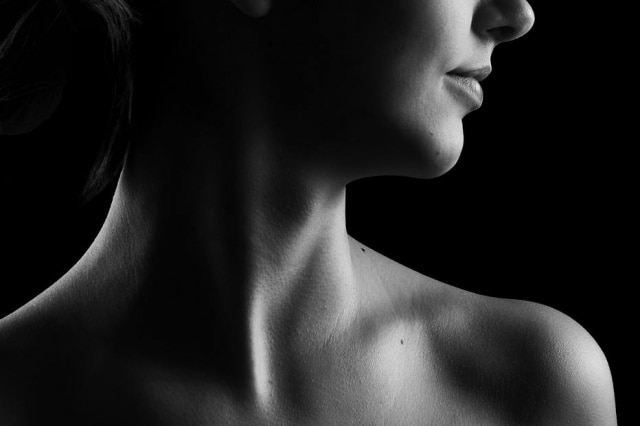 O câncer de tireoide se manifesta, inicialmente, como um nódulo que aparece no pescoço