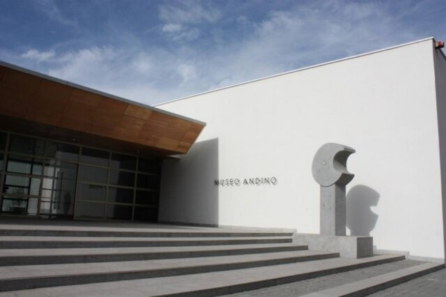 Santa Rita. Museu andino e o restaurante Doña Paula, especializado em pratos chilenos.