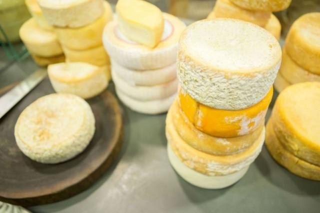 Banca de queijos artesanais no Mercado Central de Belo Horizonte