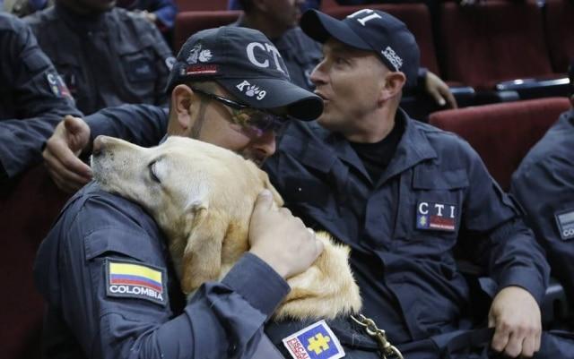 Treinador Juan Carlos Rojas com a cadela Katy.