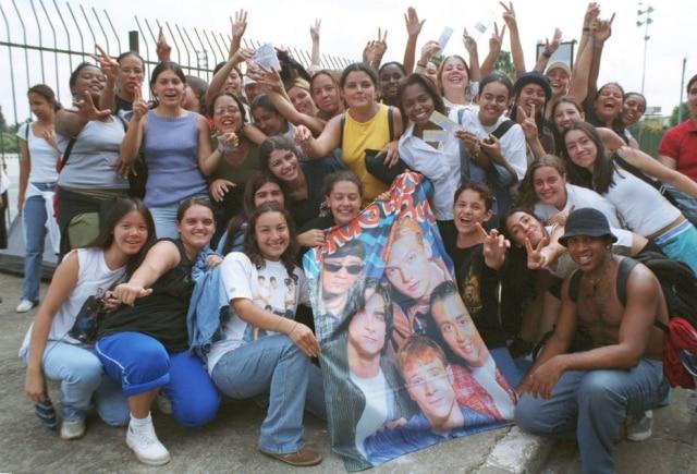 Shows na fila para comprar ingressos no show dos Backstreet Boys em abril de 2001, cerca de um mês antes da realização da apresentação.
