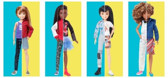 Cada boneco vem comuma peruca com cabelos longos e curtos, seis tipos de roupas, três pares de sapatos, um chapéu e um par de óculos de sol.
