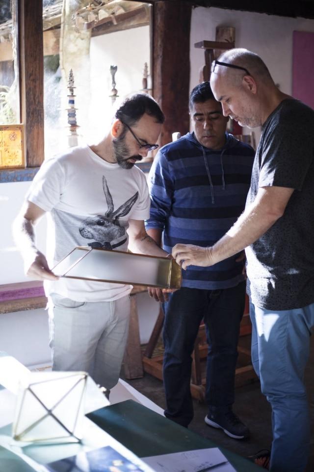 Designers convidados durante projeto de imersão junto a comunidade de artesãos em Tiradentes