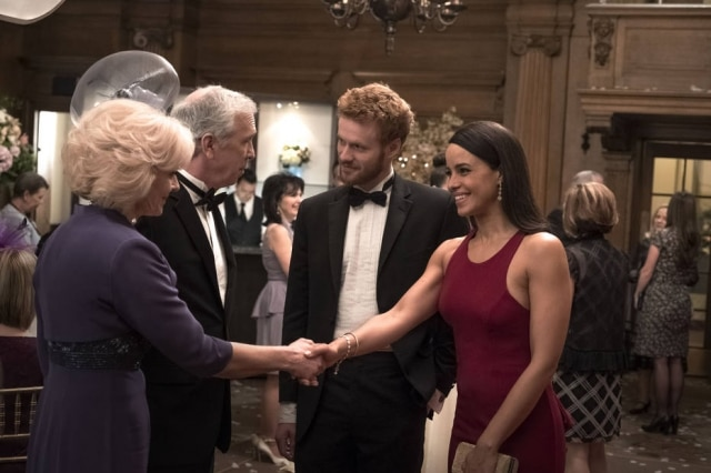 Murray Fraser e Parisa Fitz-Henley interpretando o príncipe Harry e Meghan Markle