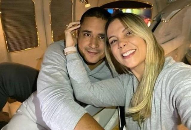 Carla Perez e Xanddy completam 18 anos de casados.