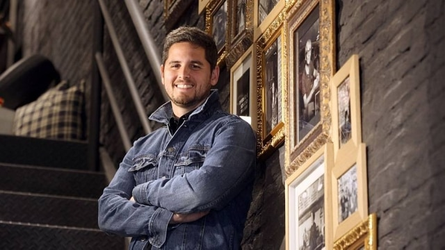 O empresário Rony Meisler, co-fundador da Reserva, na nova flagship da marca, em São Paulo