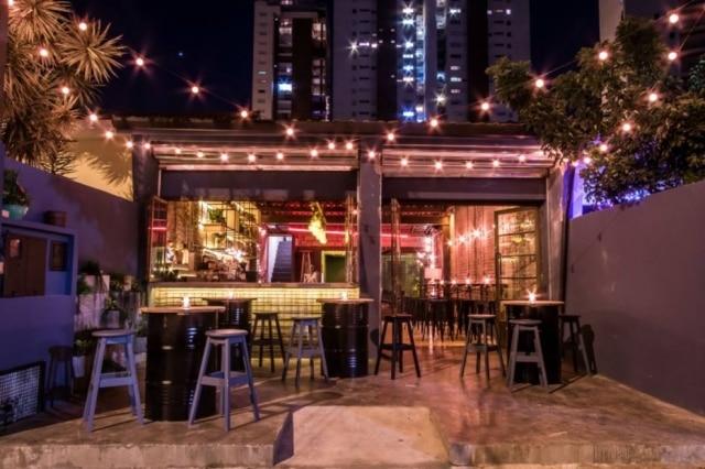 Despojado. Fachada do novo bar no Baixo Pinheiros.