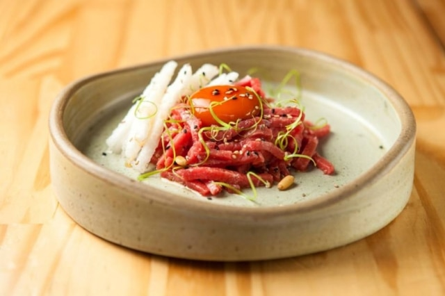 Yukhoe, steak tartare coreano do Komah.