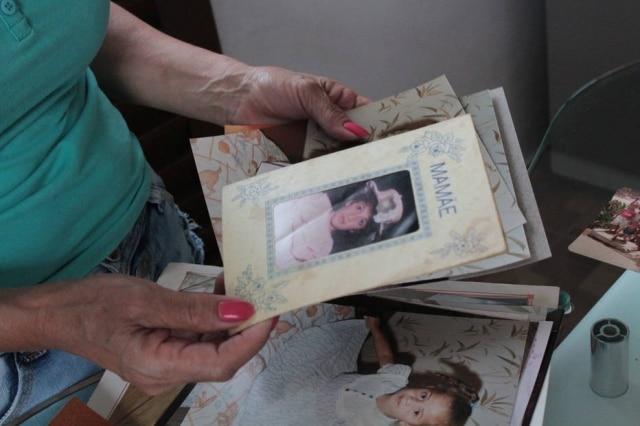 Ivanise guarda memórias da infância de Fabiana. As duas não tinham o hábito de tirar fotos juntas.