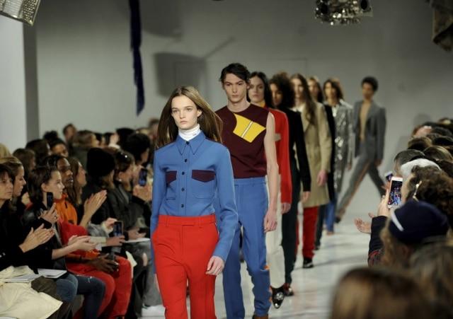 Raf Simons debuta na Calvin Klein com sucesso.