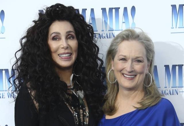 Cher e Meryl Streep durante evento de première do filme 'Mamma Mia 2'
