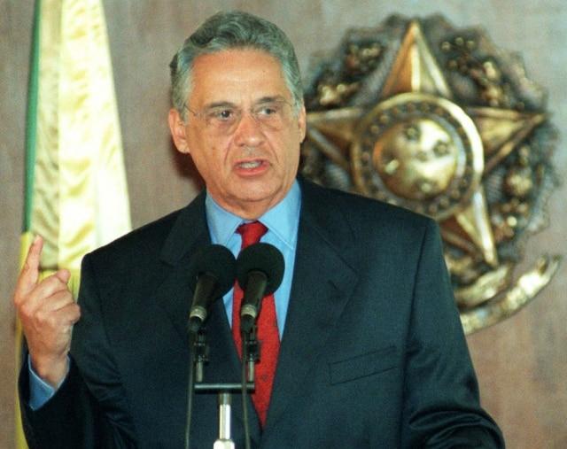 Aeleição presidenciade 1998 foi definida no 1º turno. O tucanoFernando Henrique Cardoso, que concorria à reeleição,bateu o candidato do PT, Luiz InácioLula da Silva, com 53% dos votos válidos, contra 32% do petista. Foi a primeira eleição após a aprovação da emenda constitucional nº 16/97, que permitia a reeleição para a Presidência da República.