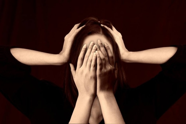Em alguns casos, a depressão pode desencadear crise de ansiedade. A escuta ativa, ou seja, ouvir o paciente em sofrimento, pode ajudar.
