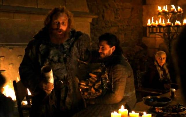 Copo de café da rede Starbucks aparece em episódio de 'Game of Thrones'