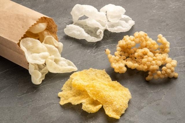 Diferentes texturas: crocantes de polvilho, de arroz, de tapioca e de milho.