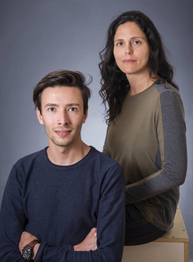 Os designers Luciana Cabral e Lucas Colebrusco, da Novidário