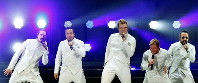 O grupo Backstreet Boys homenageou as Spice Girls durante apresentação em um cruzeiro nos Estados Unidos