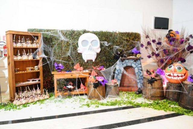 Para casas com crianças, invista em um cenário lúdico com cores vivas na decoração