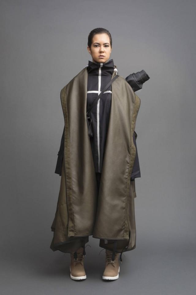 Jessica Richmond criou um casaco que se transforma em barraca, especialmente para os refugiados.