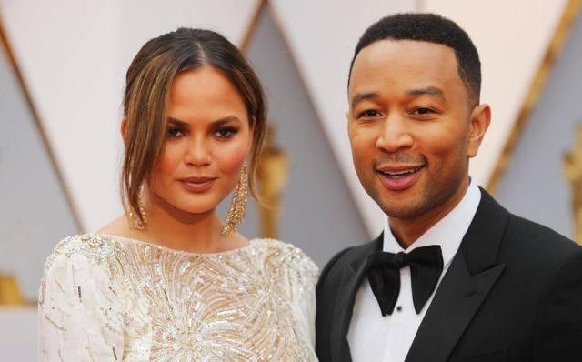 Chrissy Teigen e John Legend no Oscar 2017.