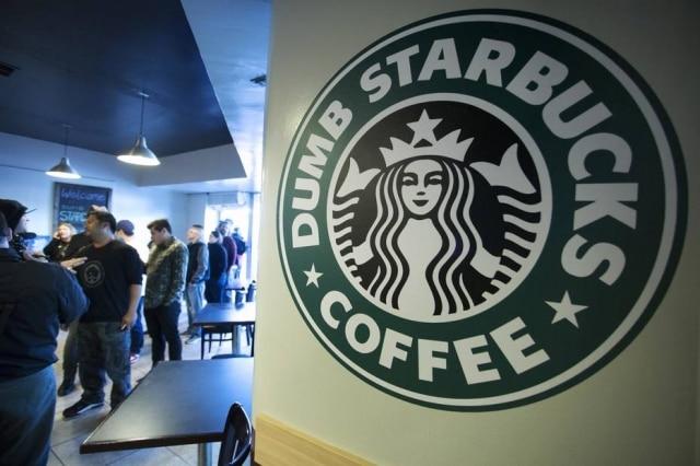 Starbucks será processada por casal curitibano após funcionário cometer racismo contra a filha de 11 anos
