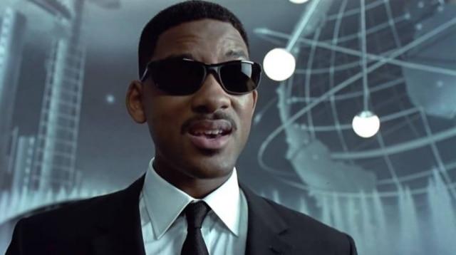 Will Smith em cena do primeiro 'Homens de Preto', lançado há mais de duas décadas. Os personagens da trama original, porém, não devem ser o foco do spin-off.