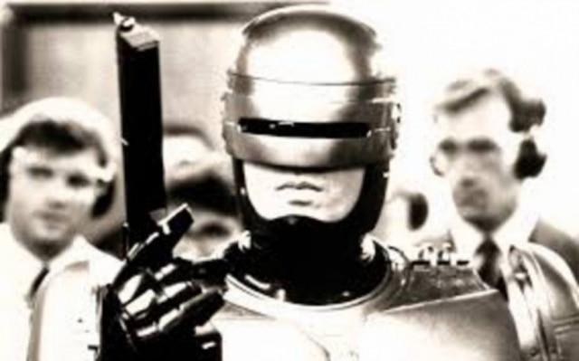 O estúdio MGM contratou o diretor sul-africano Neill Blomkamp para comandar uma sequência do 'RoboCop' original dos anos 1980