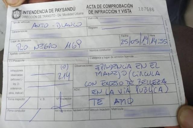 Multa concedida a uma mulher, no Uruguai, por dirigir com 'excesso de beleza'.