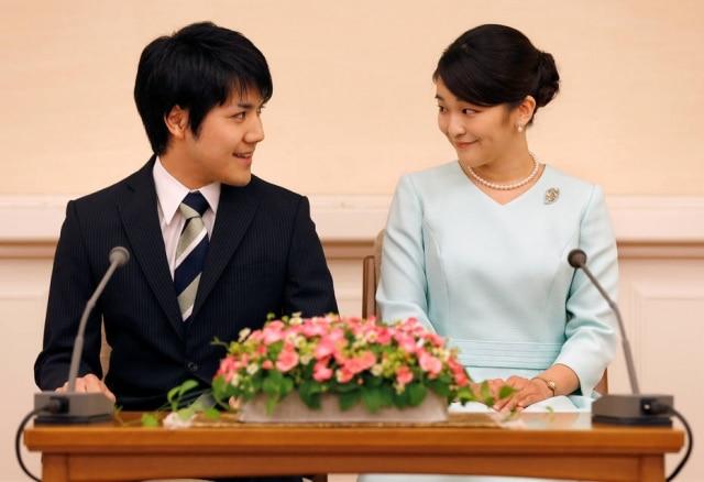 Alegando não estar preparada para casar, a princesa Mako do Japão adiou seu casamento com o plebeu Kei Komuro para 2020