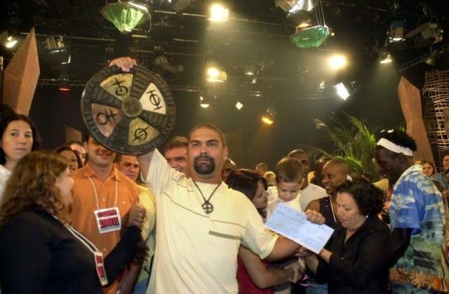 Rodrigo comemora sua vitória na 3ª temporada do programa 'No Limite'