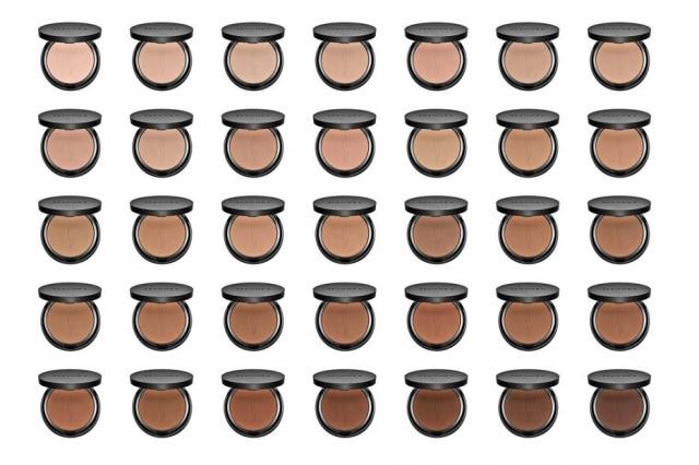 A 'Sephora Collection Matte Perfection Powder Foundation' oferece uma seleção de tonalidades de marrom e terracota.
