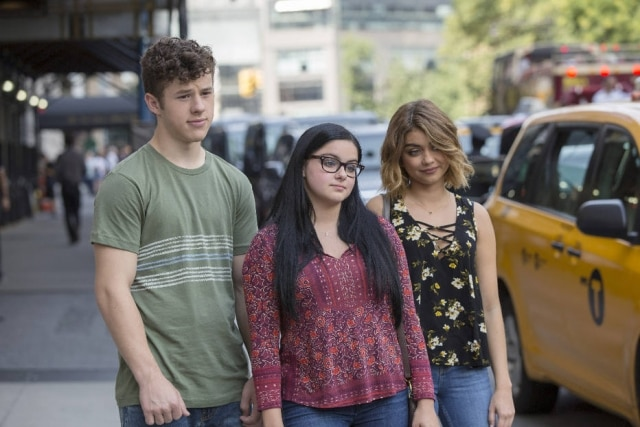 Luke (Nolan Gould), Alex (Ariel Winter) e Haley (Sarah Hyland), parte do elenco adolescente de 'Modern Family'.