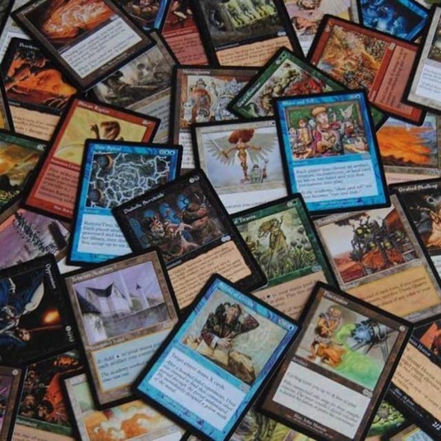 Cartas utilizadas no jogo 'Magic: The Gathering'.
